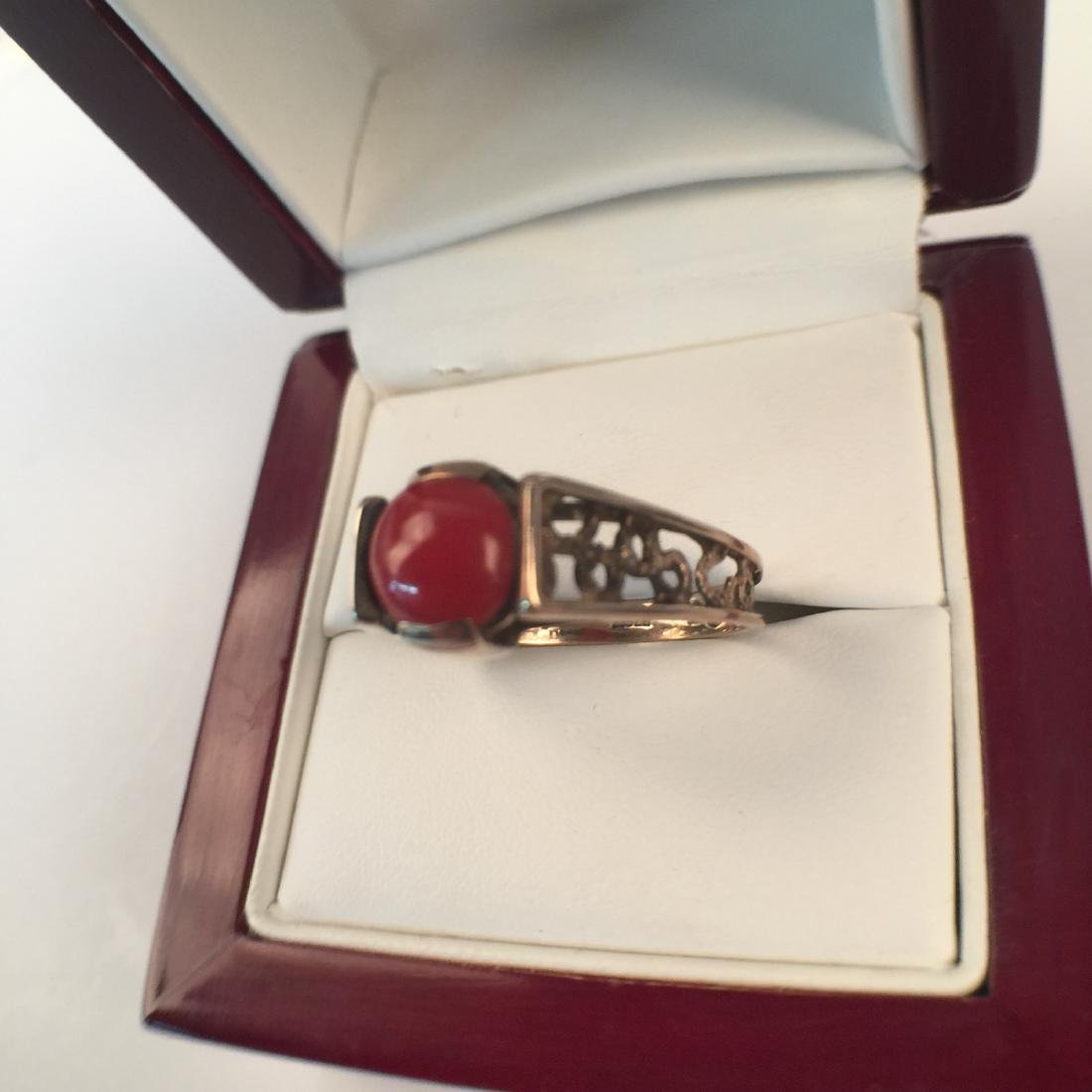 A14k red coral ring - 2