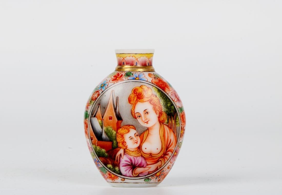 A chinese glass snuff bottle - 2