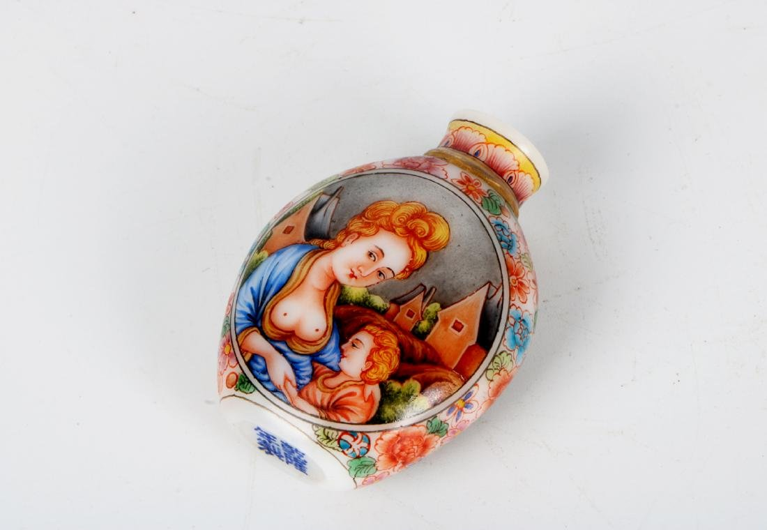A chinese glass snuff bottle - 4