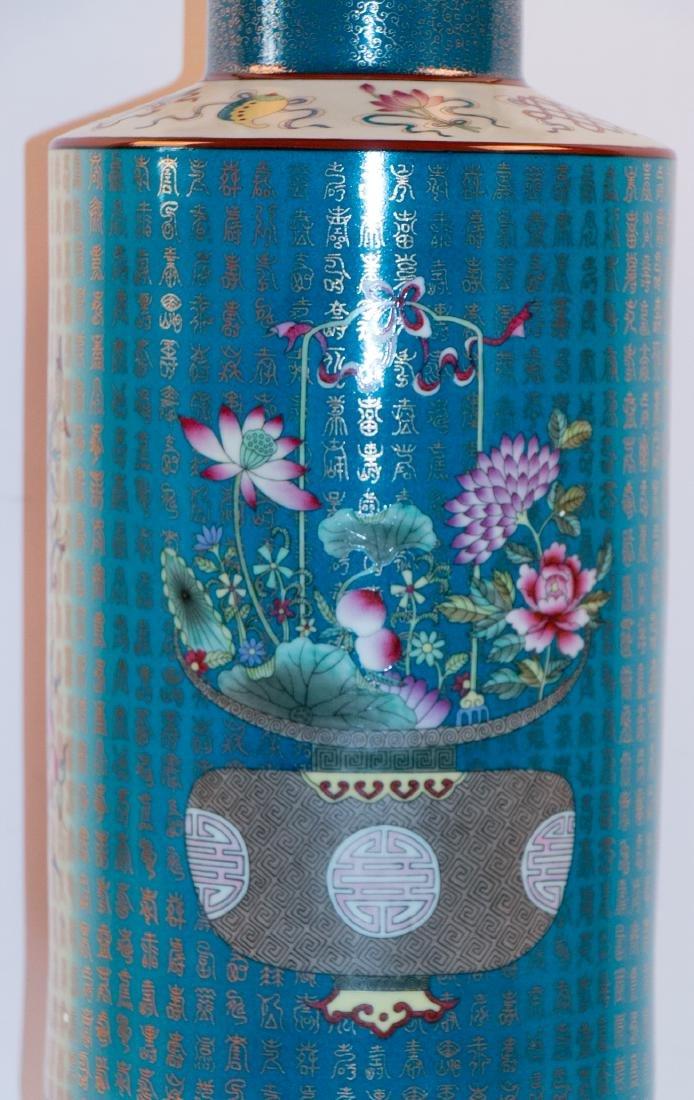 A chinese porcelain vase - 3