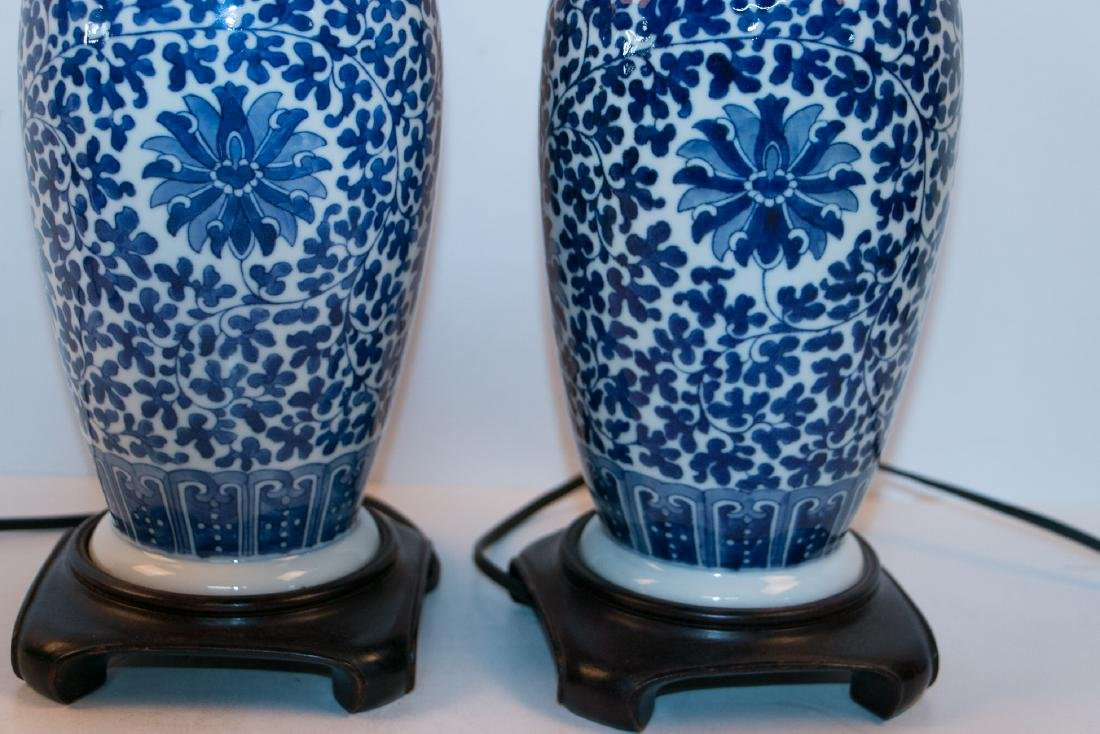 A pair of blue&white lamps - 3