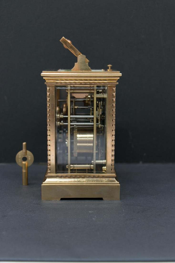 A gilding clock with alarm, track and answer time - 4