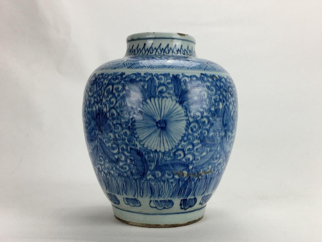 Chinese late Qing Dynasty blue and white jar