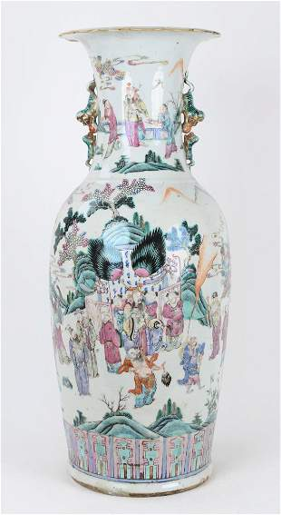 A CHINESE FAMILLE ROSE VASE, LATE QING DYNASTY