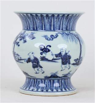 A CHINESE BLUE AND WHITE VASE WITH XUANDE MARK