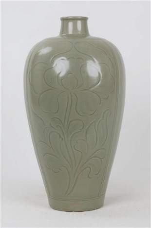 A NORTHERN SONG STYLE YUE CELADON GLAZED MEIPING
