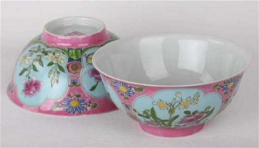 A PAIR OF CHINESE FAMILLE ROSE BOWLS WITH QIANLONG MARK