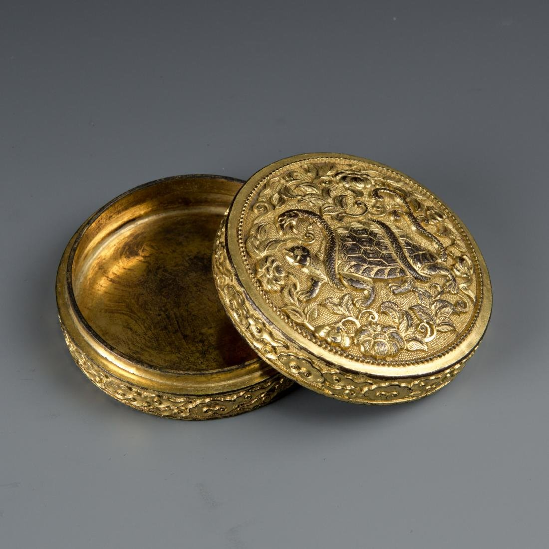 Round Gilt Bronze box with Turtle and Snake - 4