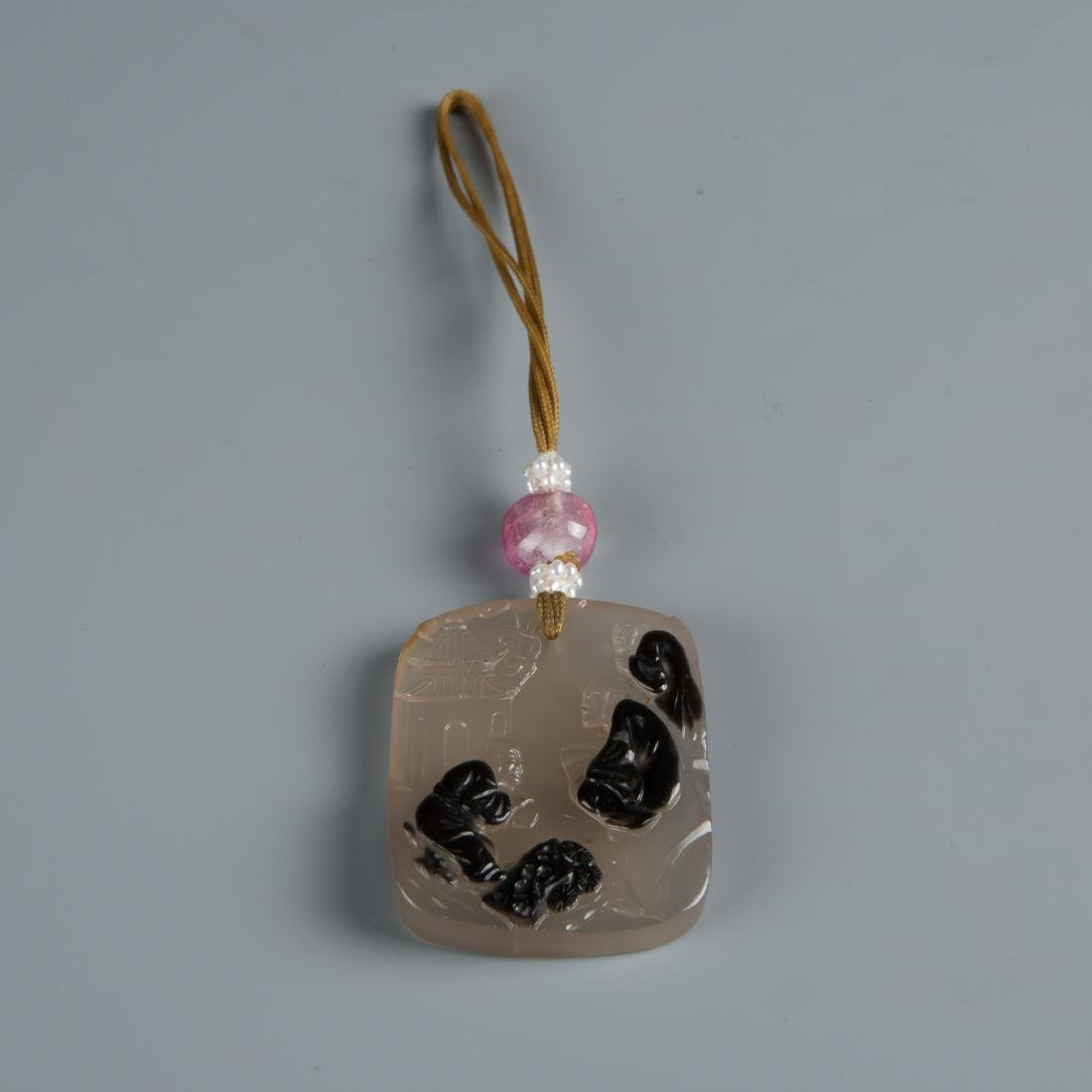 Carved agate pendant of three men & Chinese Characters - 3