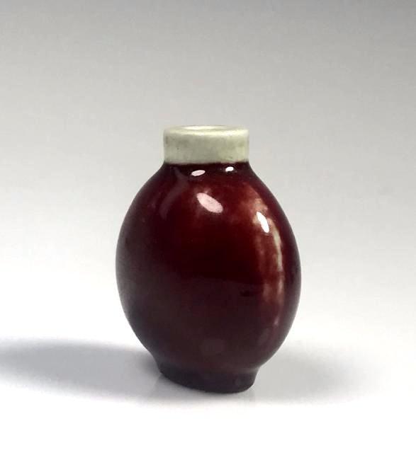 Red Glazed Porcelain Snuff Bottle - 3