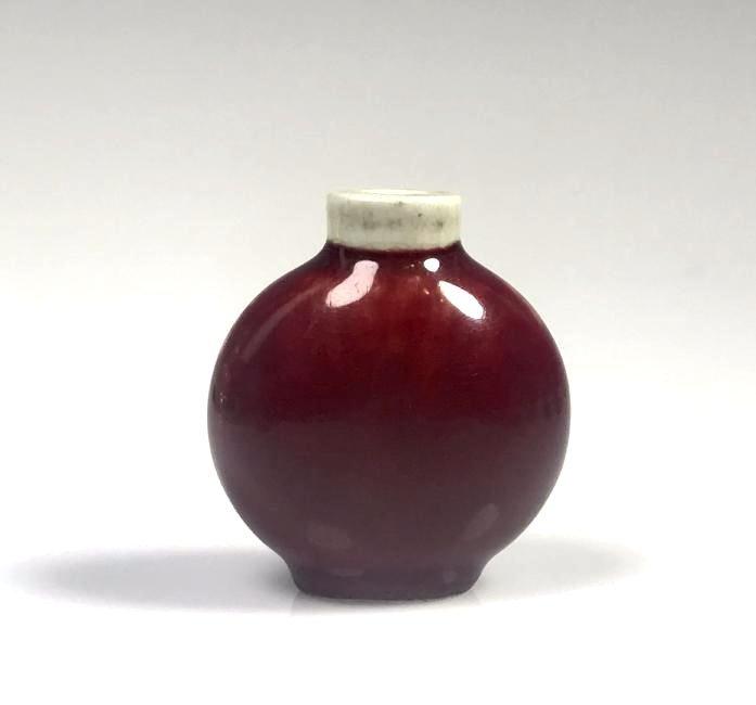 Red Glazed Porcelain Snuff Bottle - 4