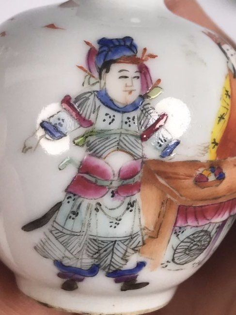 Round Painted Porcelain Snuff Bottle with Mark - 10