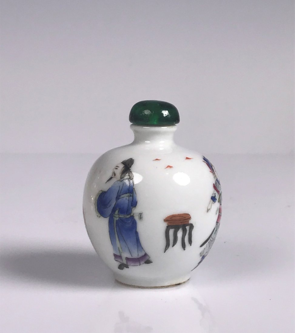 Round Painted Porcelain Snuff Bottle with Mark - 3