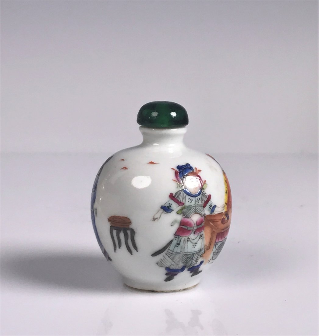 Round Painted Porcelain Snuff Bottle with Mark - 4
