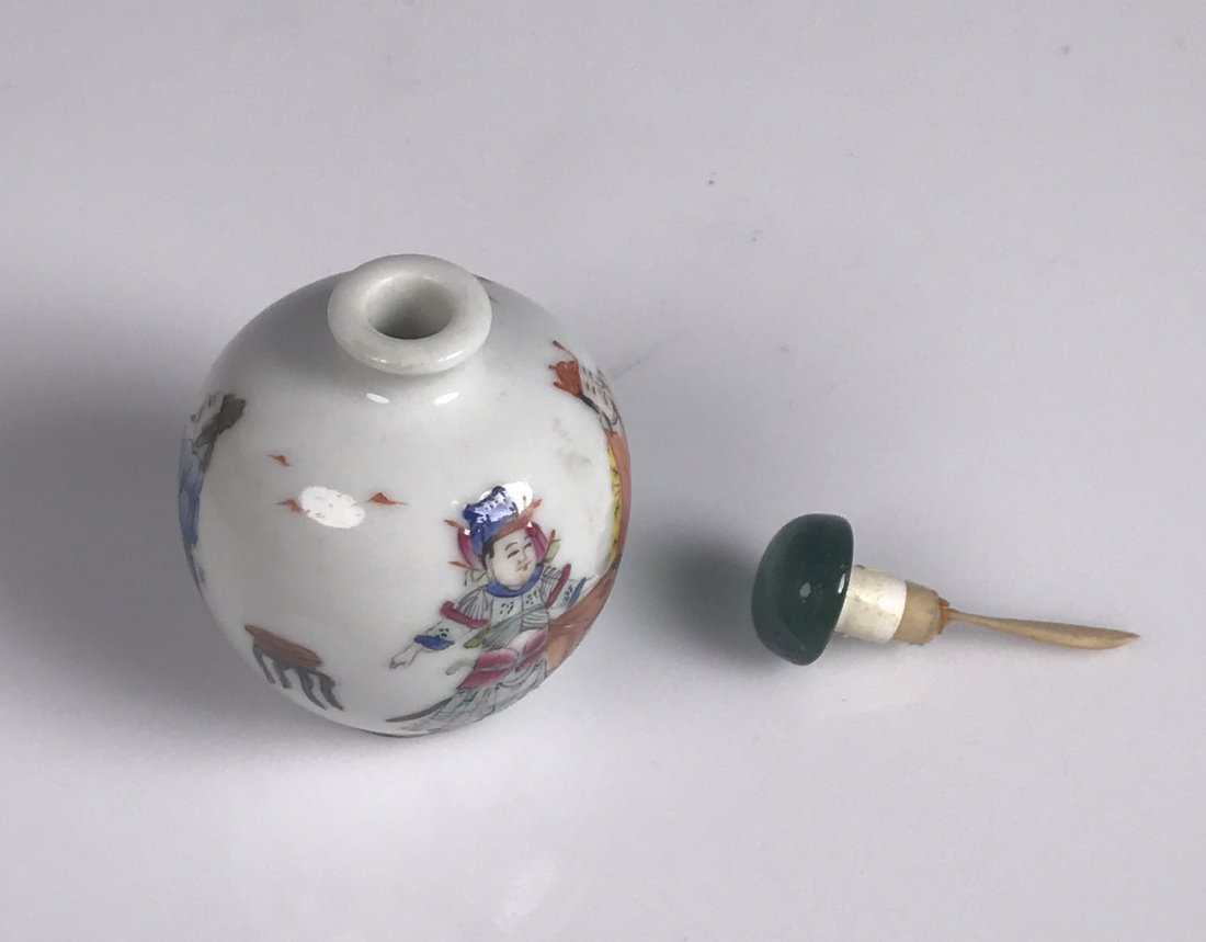 Round Painted Porcelain Snuff Bottle with Mark - 5