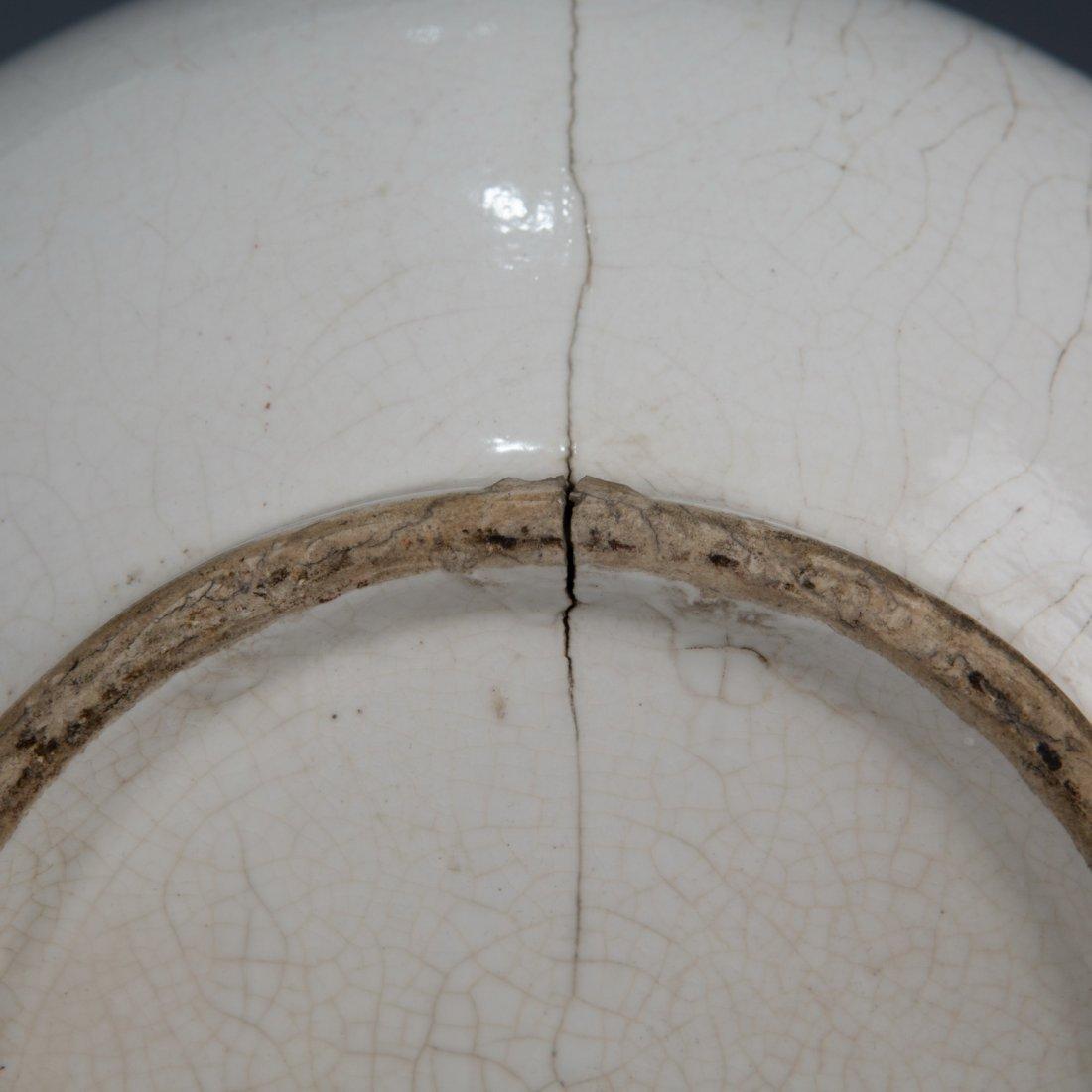White-Glazed Double-Gourd Shape Vase - 7