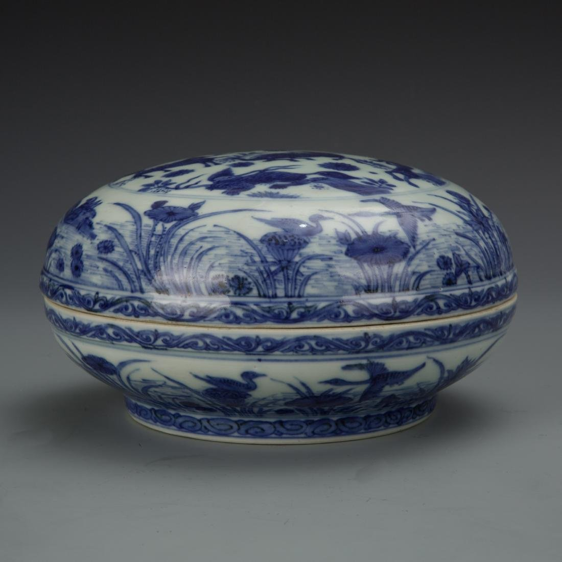 Blue and White Porcelain Box with Mark - 2