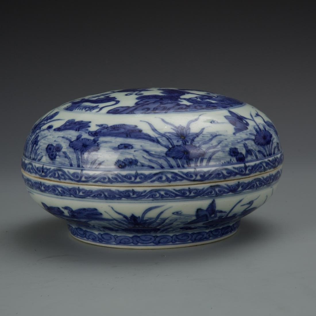 Blue and White Porcelain Box with Mark - 3