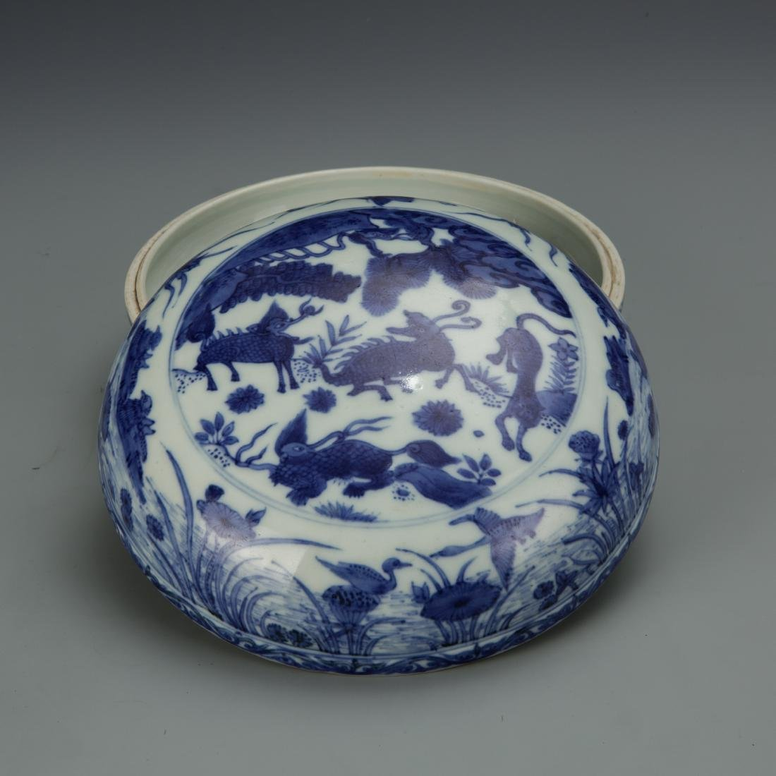Blue and White Porcelain Box with Mark - 4