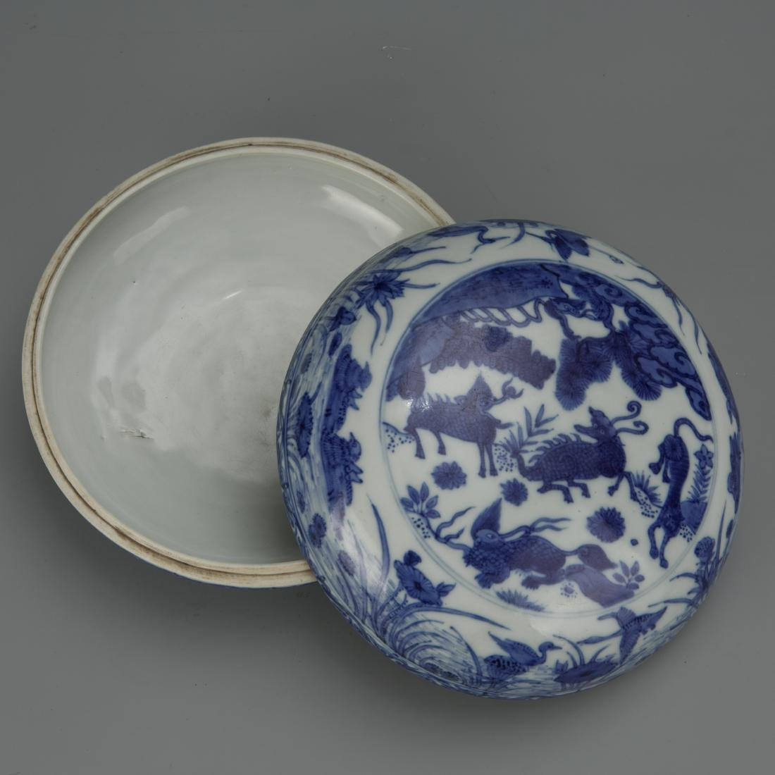 Blue and White Porcelain Box with Mark - 5