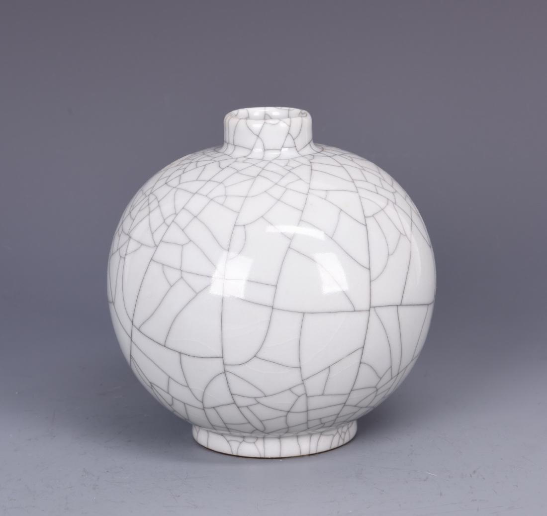 Ge Type Glazed Porcelain Vase with mark