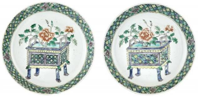 PAIR OF CHINESE FAMILLE VERTE PLATES, QING DYN.