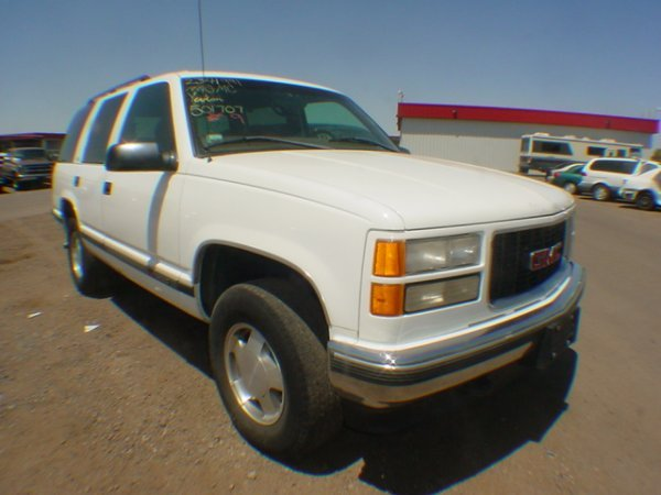 1007: 1999 Chev Yukon White XR501707