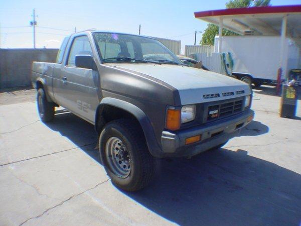 1015: 1986 Nissan Kingcab Silver  002694 Cond & Miles: