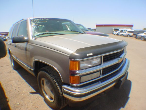 1016: 1999 Chevy Tahoe Silver