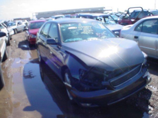 4010: 2002 Lexus IS300 Vin#JTHBD1920048143