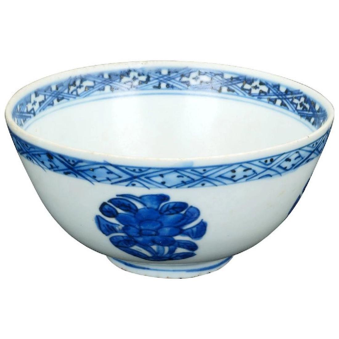 Chinese Wanli blue and white porcelain bowl with peony