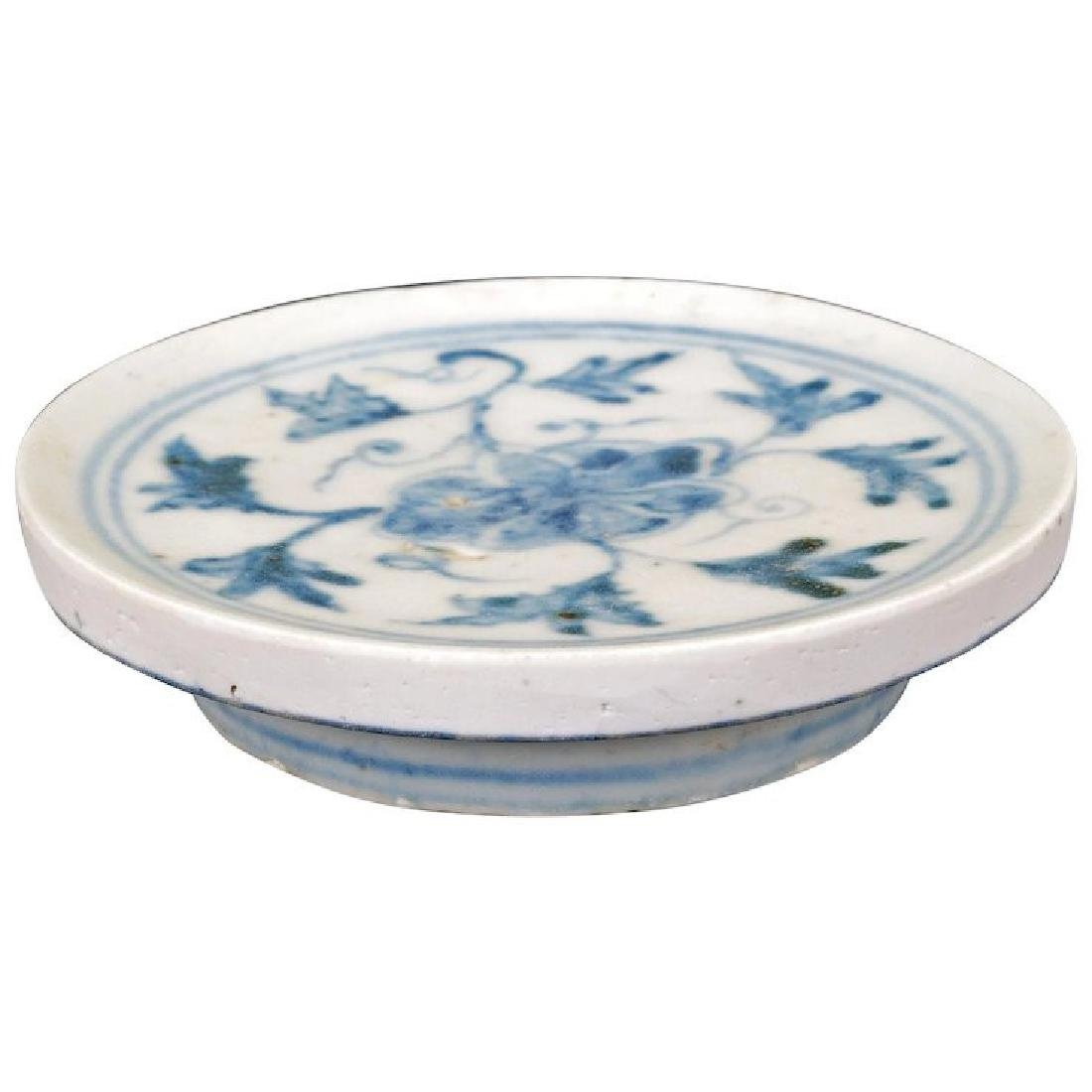 Chinese Ming blue and white porcelain footed stand or