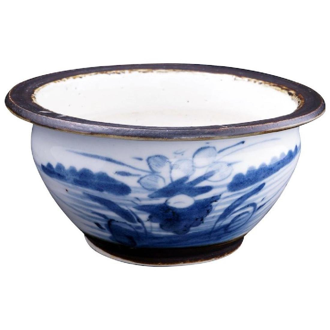 Small Chinese porcelain Canton ware blue and white bowl