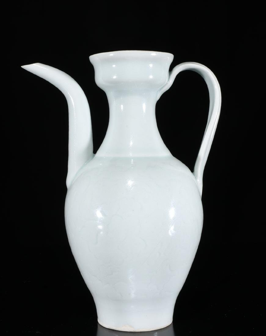 A Celadon Glazed Wine Pot