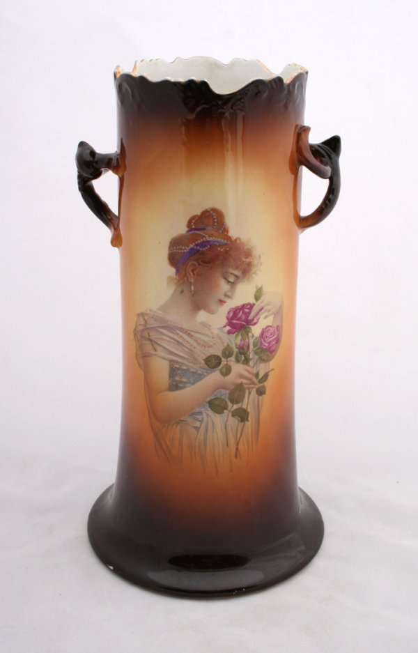 25: Warwick Portrait Vase