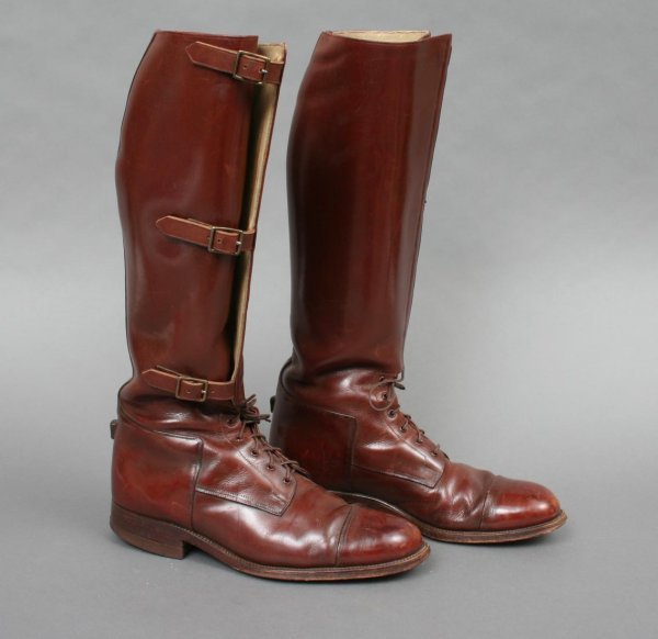 32: Pair Men's Polo or Riding Boots 8 1/2