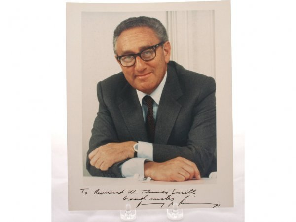 15: Henry Kissinger Autograph