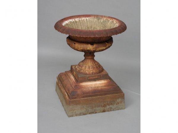 109: Walbridge Buffalo NY Cast Iron Garden Urn