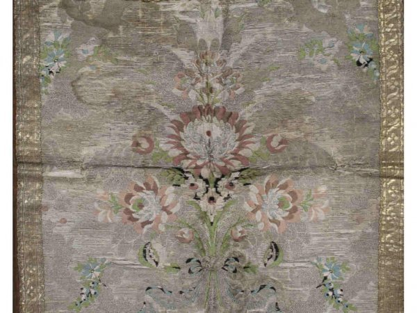 131: 18th Century Brocade Table Covering - 4