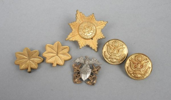 403A: Group of Miscellaneous Military Pins & Buttons
