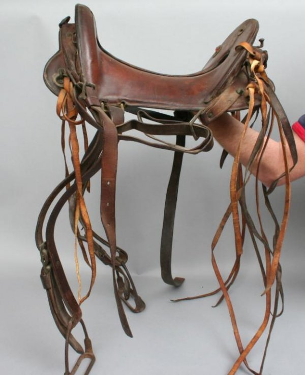 418: McClellan Style Western Saddle and Hanger