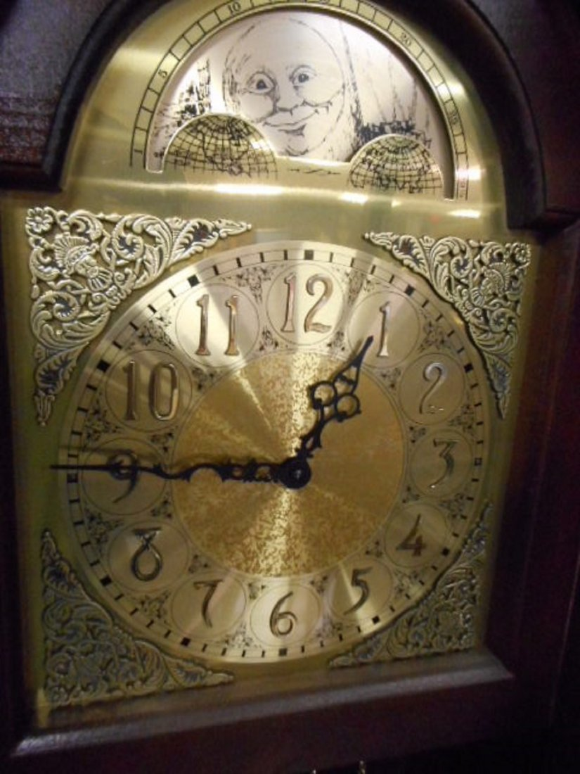 Hermle black forest grandfather clock West Germany - 5
