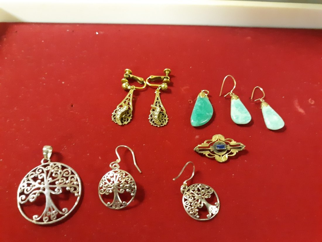 gorgeous gold earring lot and brooches