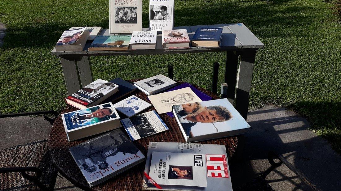 John F Kennedy Lot of 18 Books,Picture,Record  LQQK!