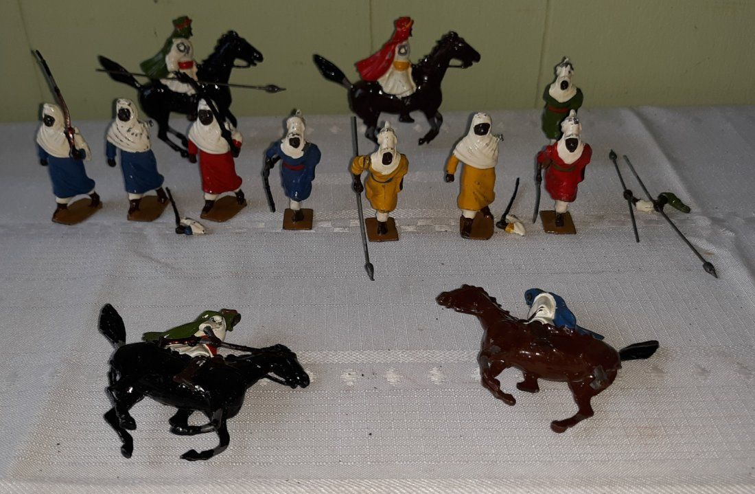 lead toy soldiers Britain's houses lot of 12 pcs