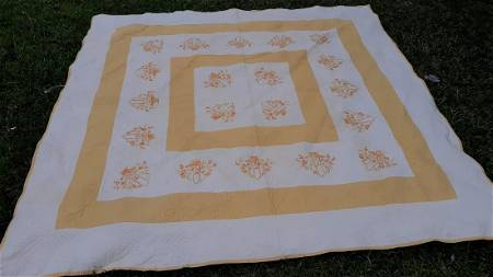 Quilt 1920's W/appraisal Embroidered swag & tassle bor
