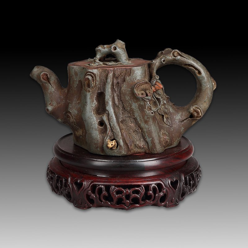Chinese zisha teapot and cover.(Mark of Wang yinxian)