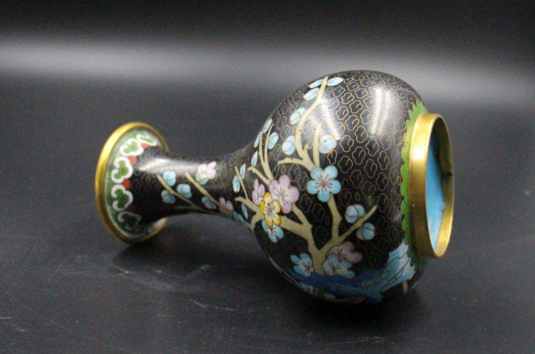 A Fine Chinese Qing Dynasty Cloisonne Vase - 2