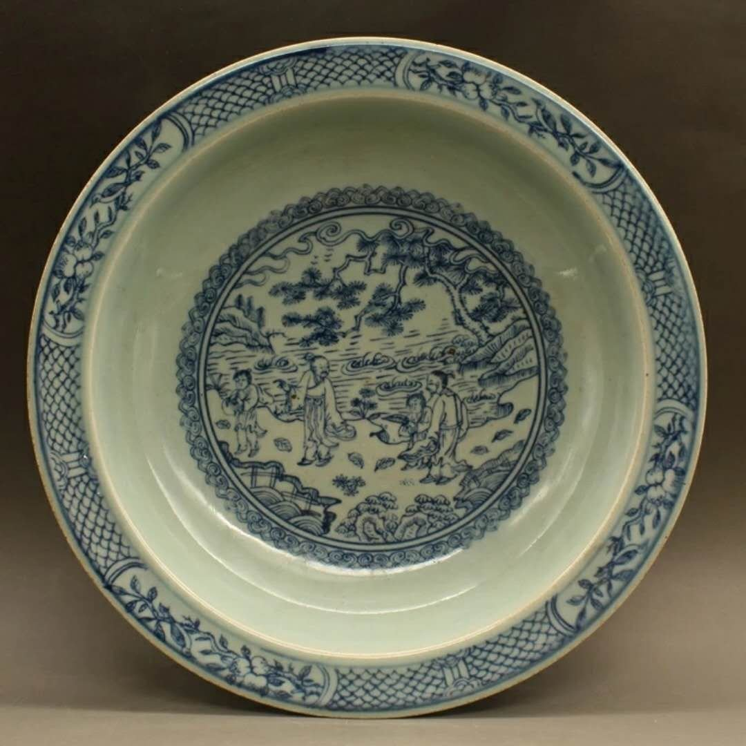 A B/W Chinese porcelain plate