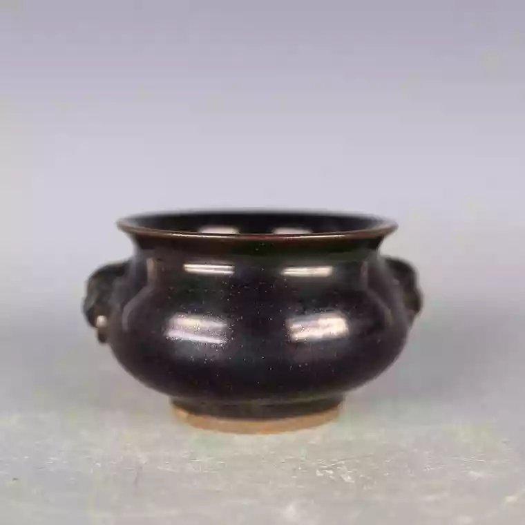 A black glazed Chinese porcelain jar - 2